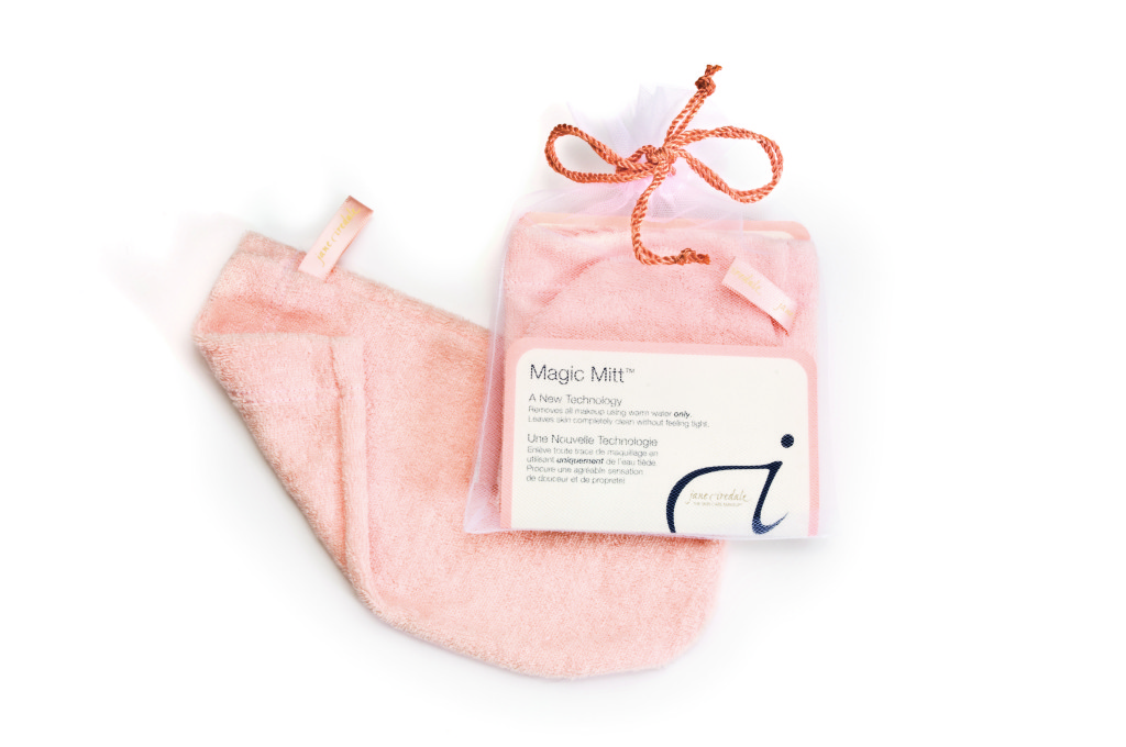 Pink Magic Mitt that removes makeup with water